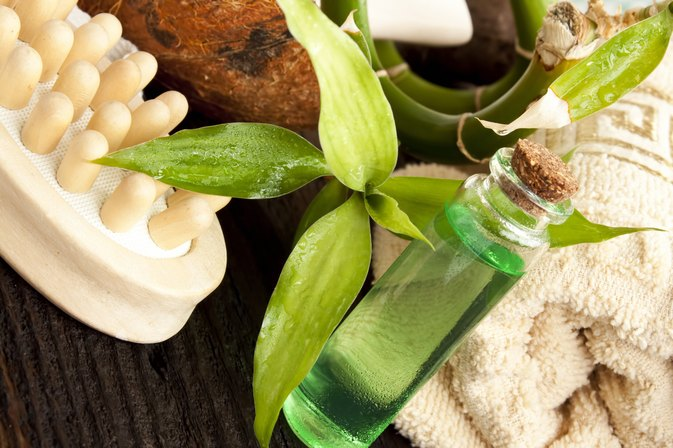 Directions for Applying Tea Tree Oil to Hair after Showering