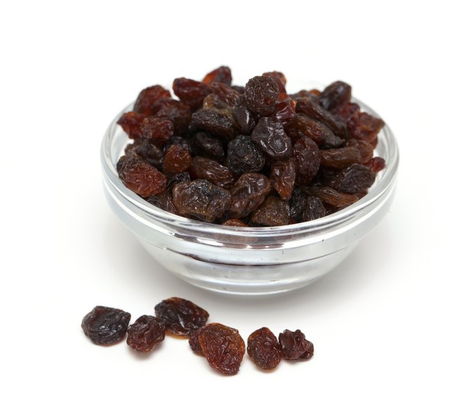 The Nutrition Value in White Raisins Vs. Black Raisins