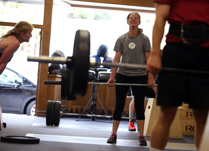 How Many Reps & Sets When Weightlifting Heavy Weight?