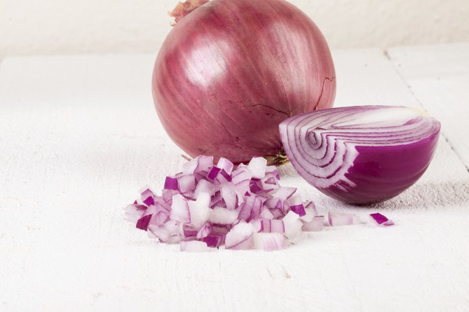 How to Use Onion Juice to Treat Bronchitis