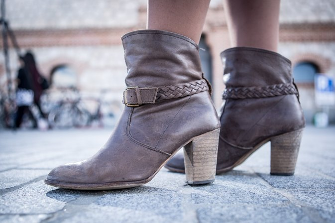 Should Petite Girls Wear Ankle Boots With Leggings?