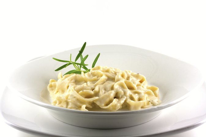 Low-Fat Substitute for Heavy Cream in Alfredo Sauce