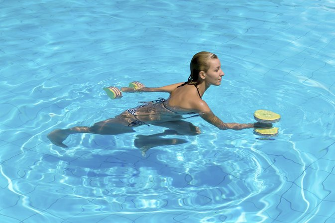 Water Exercises to Lose Weight in Legs & Stomach