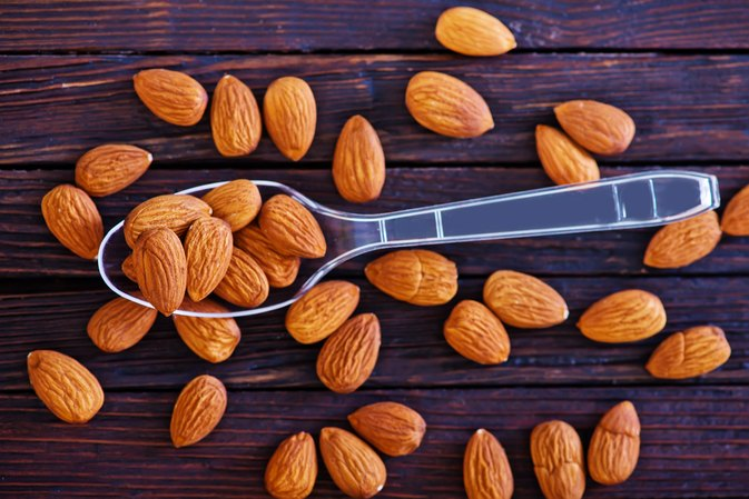 How to Soak Almonds in Water Before Eating