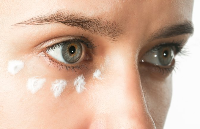 How to Treat Eczema Around the Eyes