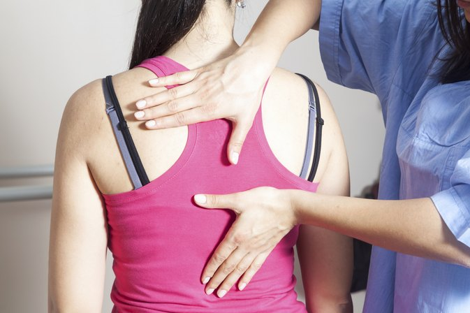 What Are the Causes of & Remedies for Stiff Back Muscles?
