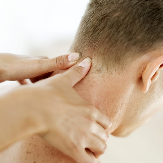 5 Ways to Treat a Stiff Neck