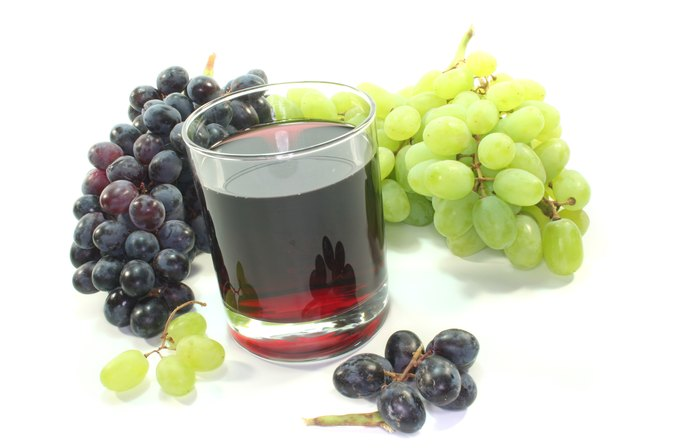 Is Grape Juice OK to Drink While Taking Coumadin?