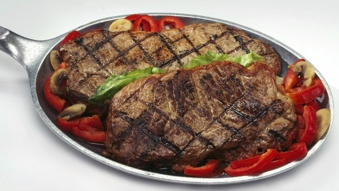 How to Cook a Delmonico Steak in a Pan