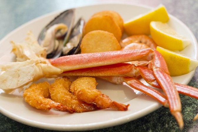 Are Crabmeat & Shrimp High in Cholesterol?