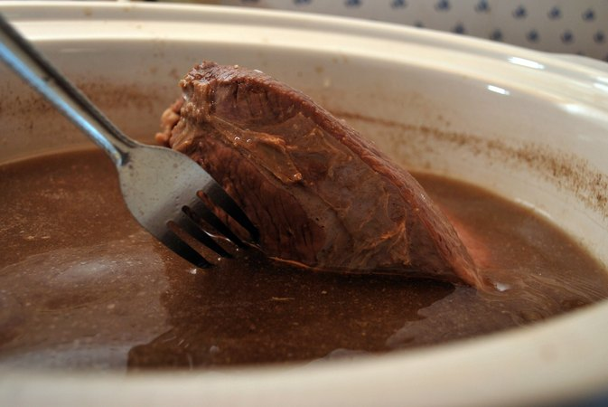 How to Arrange a Pot Roast in a Crock-Pot