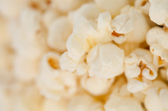 Is There a Nutritional Difference Between White & Yellow Popcorn?