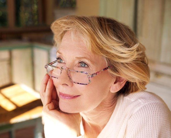 How to Wear Reading Glasses With Contacts
