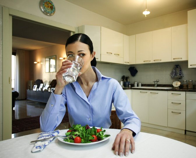 Will Drinking Water Before Bed Help You Lose Weight?
