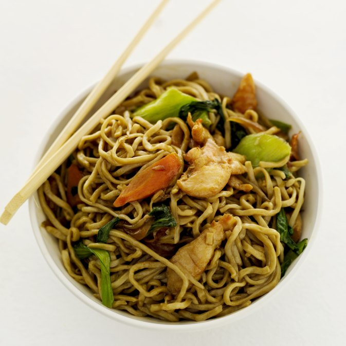 Chow mein vs lo mein livestrong com for 100 degree chinese cuisine