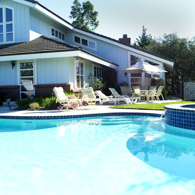 What Are the Benefits of Swimming Pools?