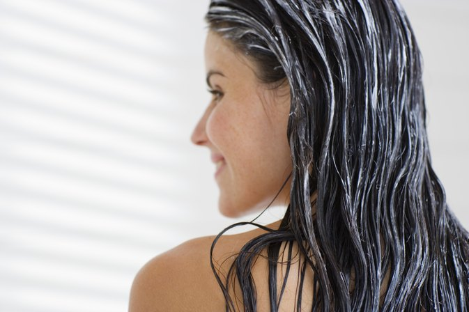 What Are the Causes of Oily Hair After One Day?