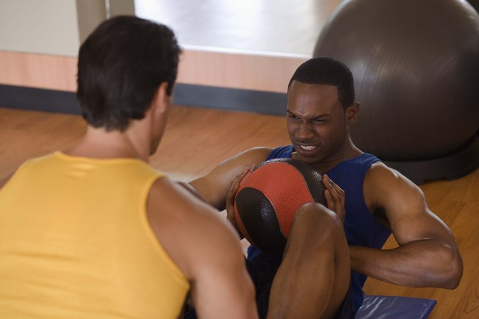 What Weight Medicine Ball Should a Man Use?