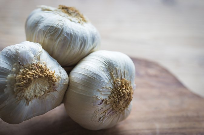 What Are the Benefits of Garlic Juice?
