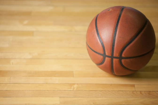 What Is the Difference Between an Outdoor Basketball & an Indoor Basketball?
