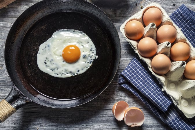 Can I Use Coconut Oil to Cook Eggs in a Frying Pan?
