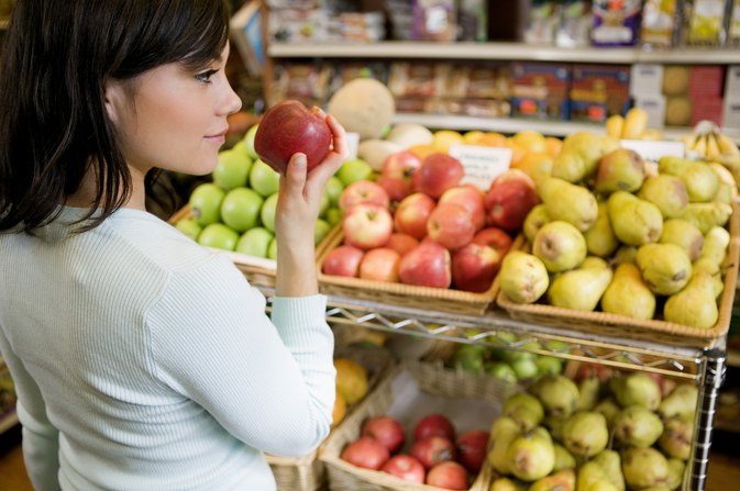 How Much Fiber Is in Bananas, Apples and Peaches?