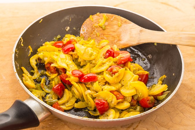 How to Saute Mixed Vegetables in Olive Oil