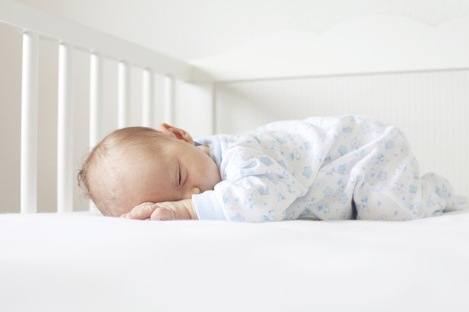 Reasons an Infant Won't Stop Kicking When Sleeping