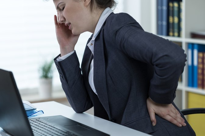 What Are the Causes of Back Pain When Working on the Computer?