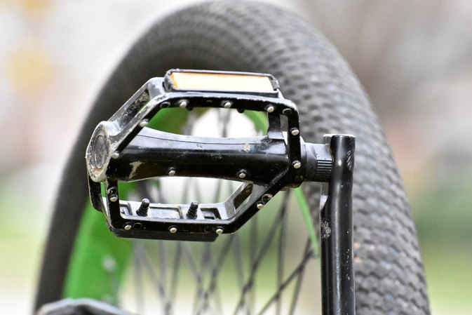 Which Way to Screw & Unscrew Bike Pedals?