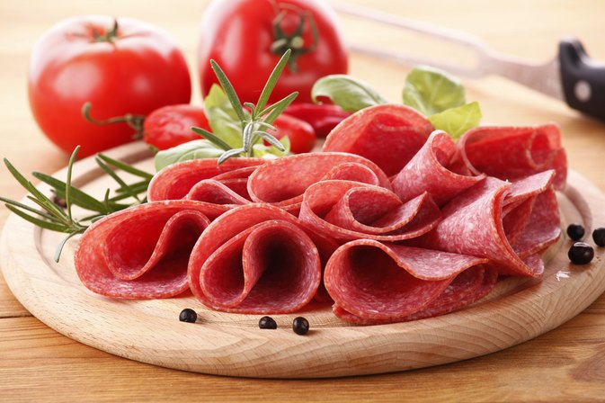 How Many Calories Are in a Slice of Hard Salami?