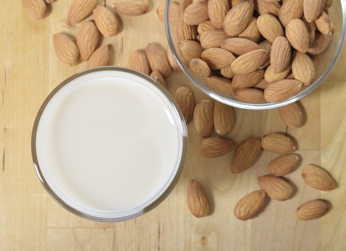 Almond Milk vs. Skim Milk for Weight Loss