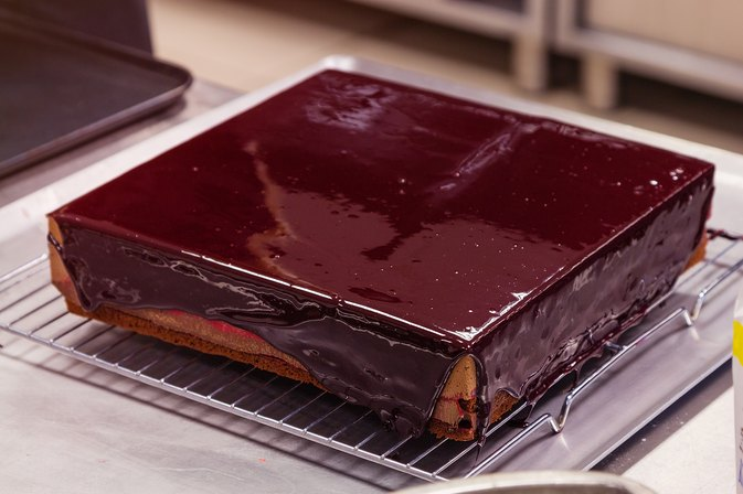 How To Bake A Square Cake And Cut It Out Of The Pan