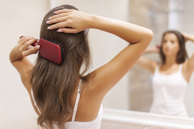 How to Use Jojoba Oil in Hair