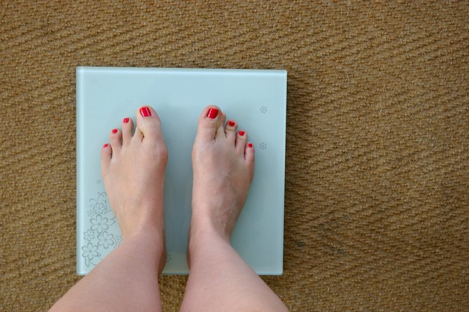 What Is the Minimum Calorie Intake for a 170-lb. Person to Lose Weight?