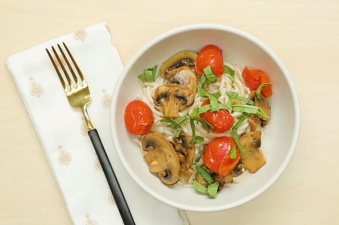 This Pasta With Creamy Alfredo Sauce Is Low-Cal and Vegan