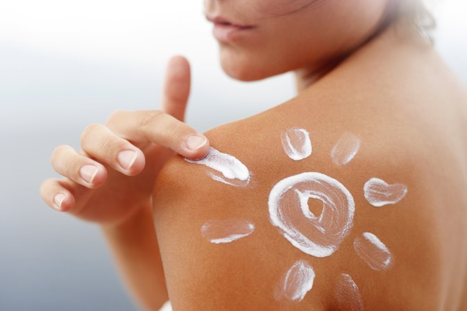 How to Treat Sunburn With Noxzema