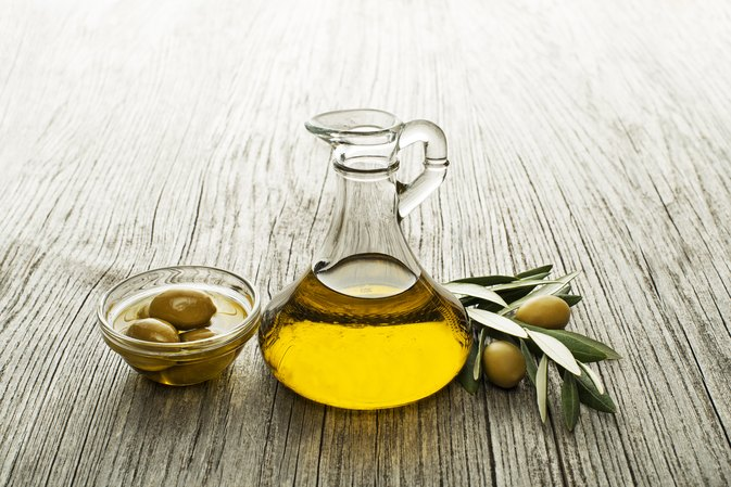 Benefits of Using Extra Virgin Olive Oil on the Face