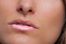 Uses of Jojoba Oil for Lips