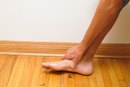 How to Use an Athletic Wrap for Foot Arches