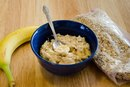 How to Mix Protein Powder Into Hot Oatmeal