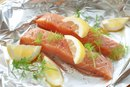 How to Bake Salmon in the Oven With Foil
