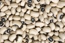 How to Cook Canned Black-Eyed Peas on Stove