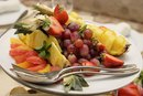 The Weight Loss Benefits of Strawberries, Grapefruit & Grapes