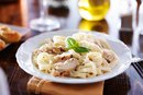How to Keep Alfredo Sauce From Becoming Grainy