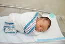 Pros and Cons of Swaddling Your Baby