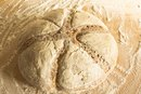 What Is the Difference Between Bread Flour & High-Gluten Flour?
