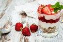 The Calories in a Strawberry Yogurt Parfait