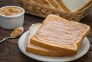 The Calories in Toast With Peanut Butter