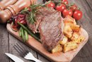 What Is the Best Way to Cook Steak & Potatoes Together in the Oven?